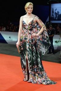 elizabeth-banks-glamour-4sep15-getty-b_592x888